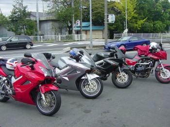やすぽんさんとお仲間のバイク