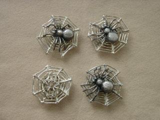 動く蜘蛛の帯留め