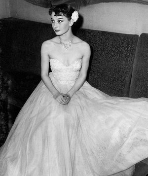 ウェディングドレスが 似合うオードリーヘップバーンの画像