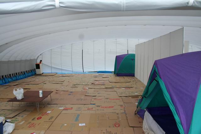 巨大テント