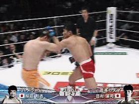 田村KO狙いの左ストレート