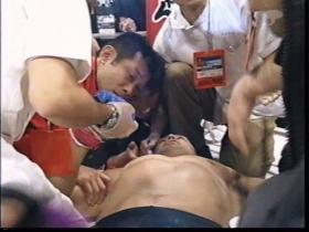 高田を介抱する宮戸