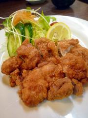 新屋敷の鳥料理よしだでジューシーな鶏の唐揚げ定食♪