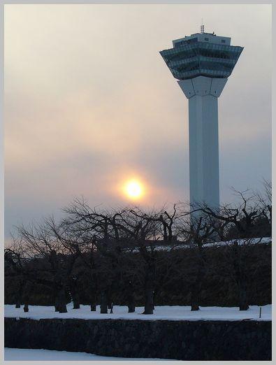 五稜郭タワーと夕日