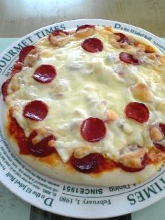 手作りシーフードピザ