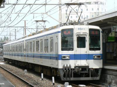 館林駅に到着した412列車850型854F