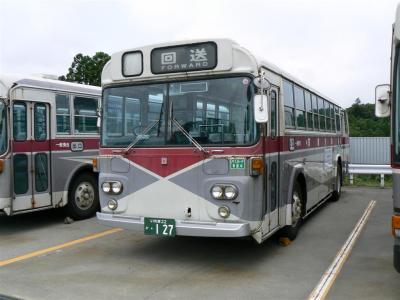 いわき中央営業所で撮影した127号車(いすずCLM500 富士重工3Eボディ車)