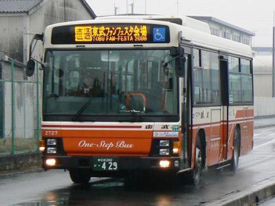 シャトルバス運用に充当された東武バスセントラル三郷営業所所属2727号車