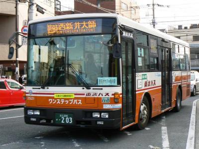 臨時バスに充当された東武バスセントラル花畑営業所所属の2521号車