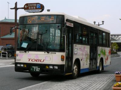東武バス日光オリジナル塗装の中型路線車2443号車