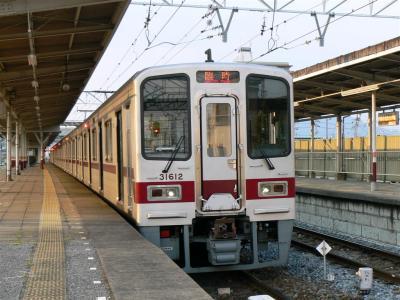 新鹿沼駅できぬ130号を待避する5064レ