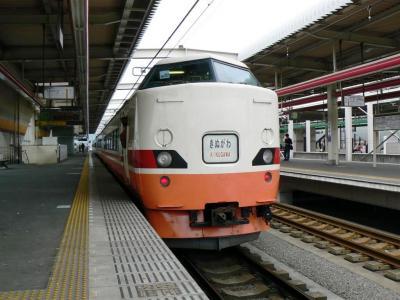 東武栃木駅を発車するJR189系きぬがわ4号