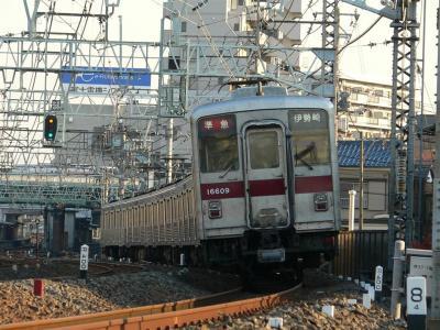 10000型車両による伊勢崎ゆきも消滅します。 撮影はお早めに