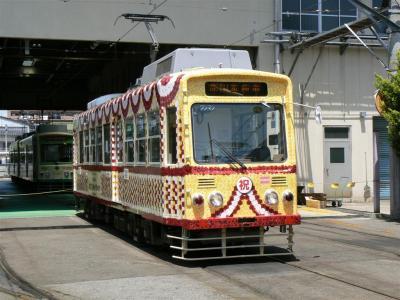 花電車ラッピングが施された7000形車両