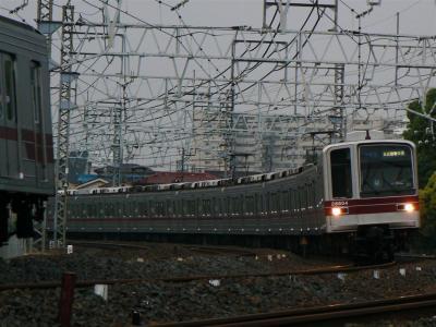 20000型で運転される701列車
