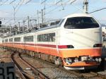 新鹿沼駅に進入するJR485系