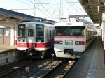 新鹿沼駅で1276レ(急行ゆのさと)を待避する普通列車