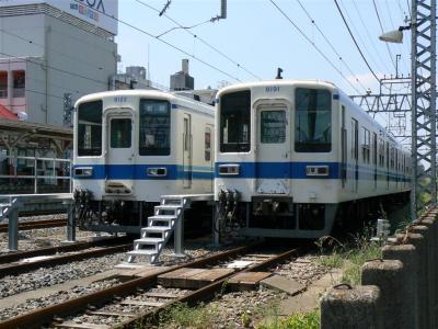 岩槻駅留置線に留置中の8122F+8516F・8191F+8567F