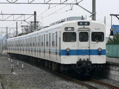 藪塚駅に進入する823レ 5151F