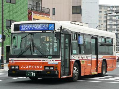 西新井駅前に乗り入れを開始した北03系統に充当された2513号車
