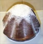 200px-Pandoro-Homemade-Sugared.jpg