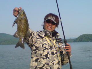 20090525 桟橋で釣れた 今週もランディング