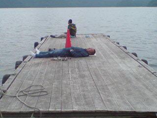 20090606 桟橋で昼寝