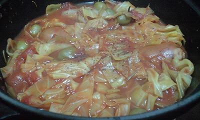 シンケン・ヴルストヒェンとキャベツのトマト煮込み