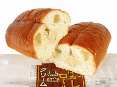 神戸屋--懐かしロール 黒糖クリーム。