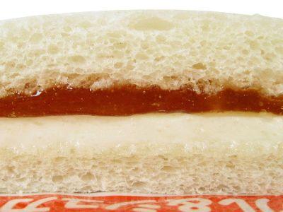 ヤマザキ--ランチパック メープル&シュガーマーガリン。