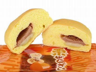 ファミリーマート--チロルチョコパン 栗ぜんざい~神戸屋製~。