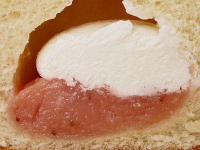 ヤマザキ--パンdeシュー イチゴ&ホイップ。