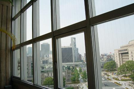 北浜画廊窓