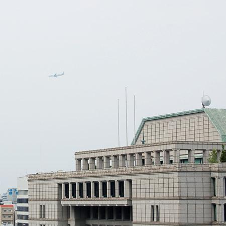 市役所と飛行機