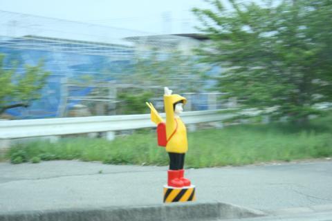 ちょっと不気味な横断歩道人形