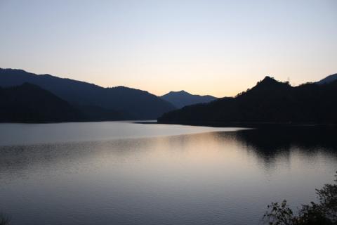 田子倉湖の夕暮れ