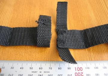 バックルの反対側に輪っか状に縫い付ける