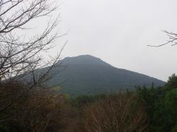 登山道入り口からの開聞岳