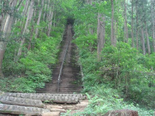 愛宕神社から奥多摩駅にむかう階段