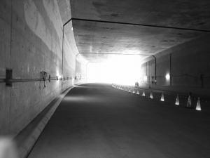 トンネル出る