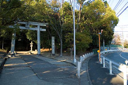 高牟神社入り口前