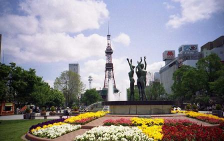 春のTV塔2