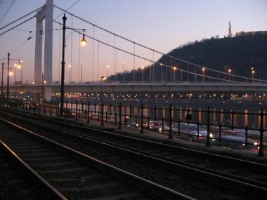 エルジェーベト橋(横)