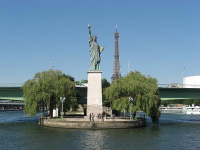 セーヌ川からの自由の女神