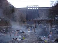 湯原温泉「砂湯」朝からいっぱい