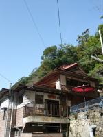 階段を登って真賀温泉へ。