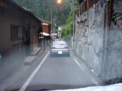 松尾川温泉までの道中は狭い山道です