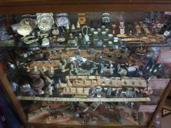 パインフィールド 店内 魅力的なバックルや指輪がいっぱい