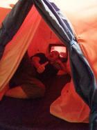 テントに入ってみましょう