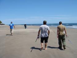 ガニ釣りにむかう勇士たち